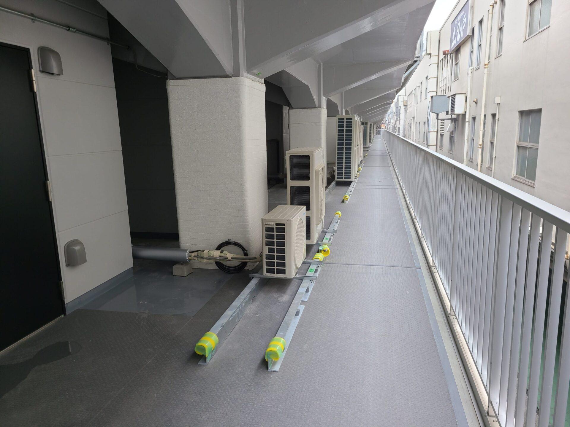 防水工事の実績(日比谷)施工中
